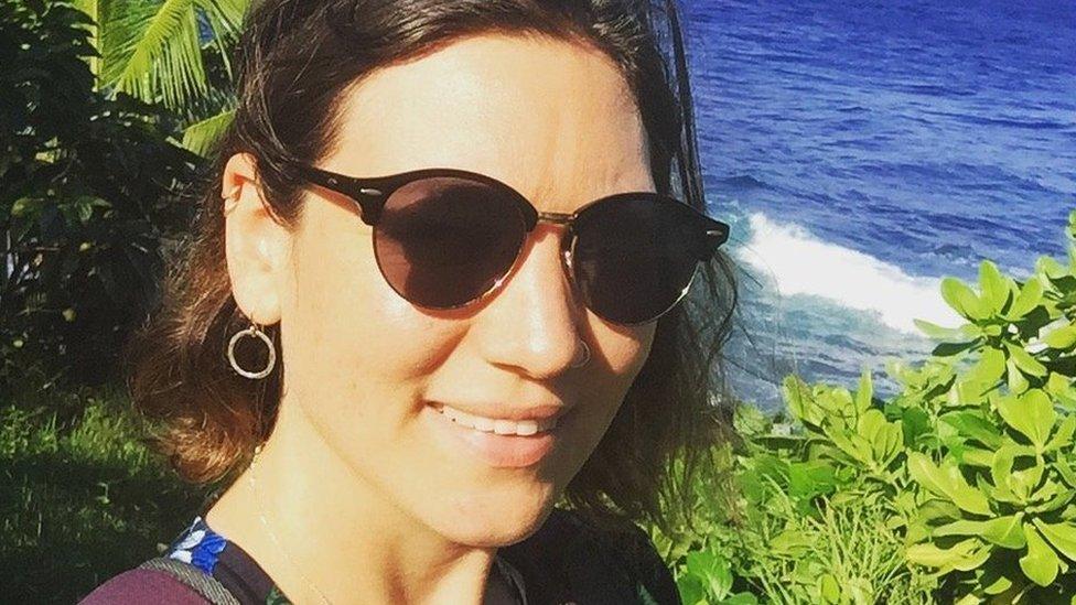 Elin Gwyn yn Hawaii