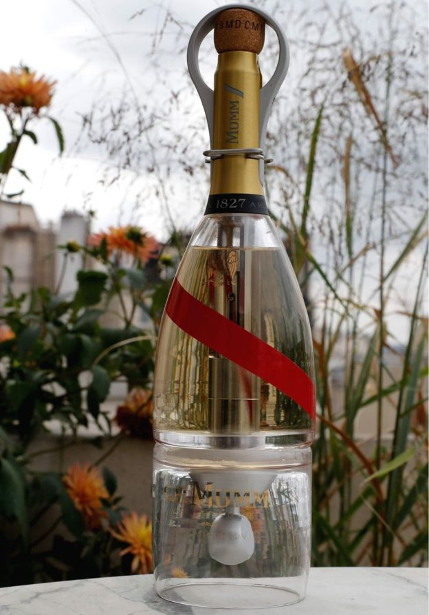 Бутылка шампанского Mumm Grand Cordon Stellar для испытаний