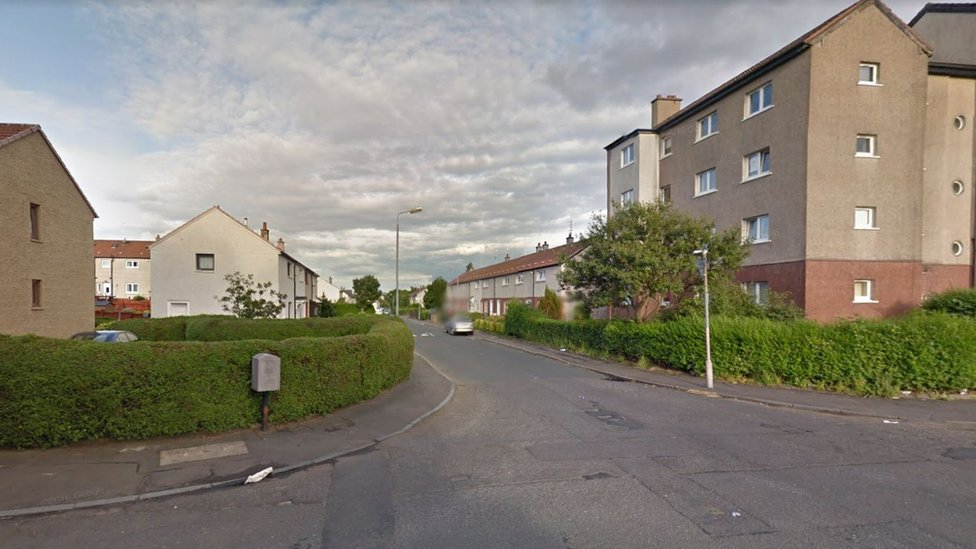 Man chased and stabbed in Glasgow murder bid
