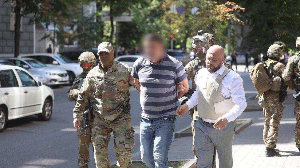 В здании правительства Украины задержали мужчину, угрожавшего взорвать гранату