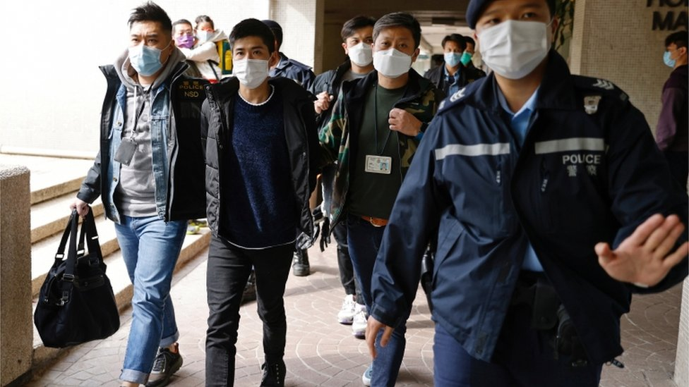 National security law: Hong Kong rounds up 53 pro-democracy activists thumbnail