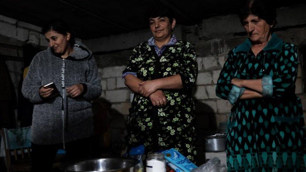 Warga di Shusha, Nagorno Karabakh yang terkungkung perang.