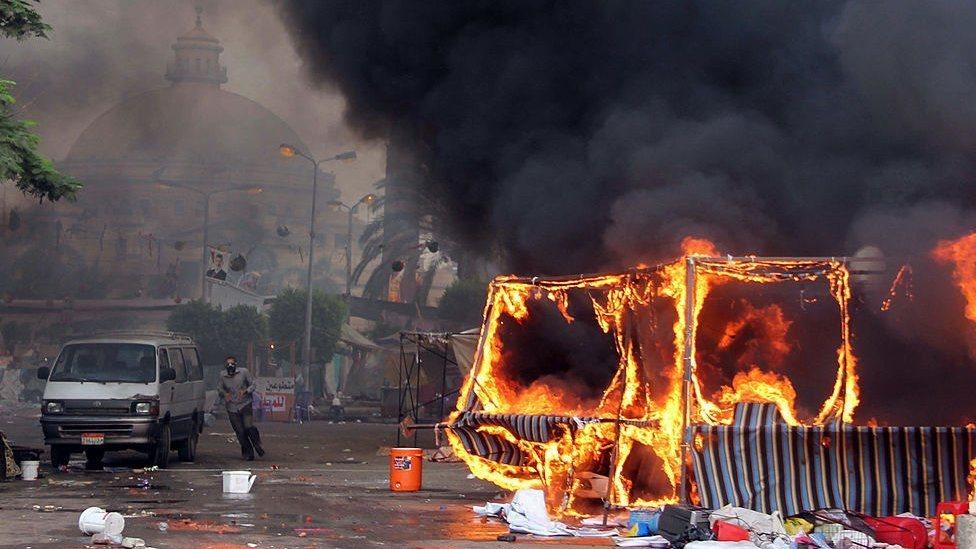 قتل المئات في فض اعتصام رابعة في مصر