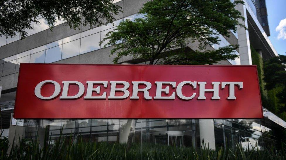 El caso de la constructora Odebrecht fue un escándalo de corrupción que afectó a numerosos países de América Latina.