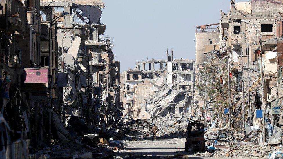 أنقاض مباني في مدينة الرقة