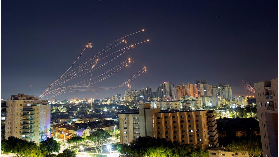 以色列的防空系統攔截了大部分火箭。