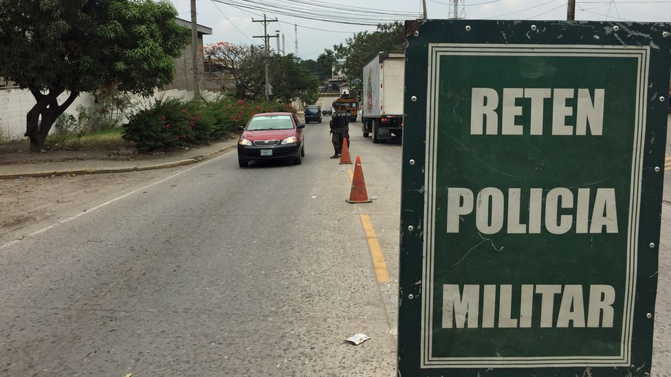 Retén militar a la entrada del sector Chamelecón.