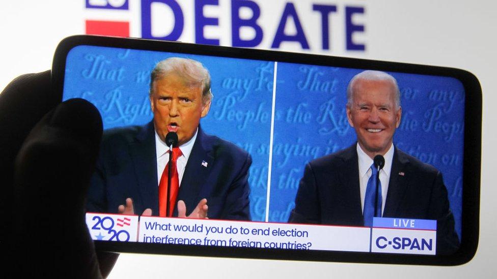 دونالد ترامب وجو بايدن خلال المناظرة الرئاسية الأخيرة قبل الانتخابات