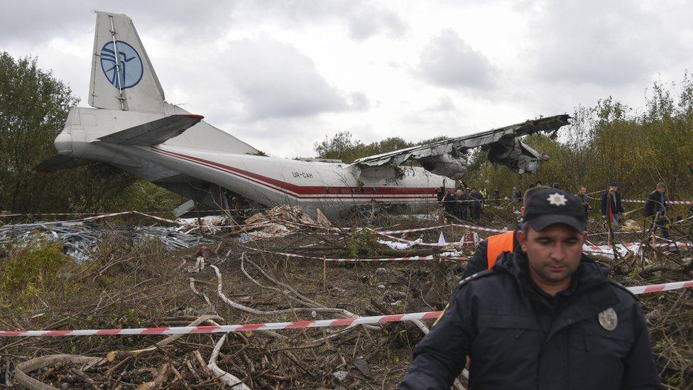 Літаку, що аварійно приземлився під Львовом, був 51 рік. Ан-12 такого віку - це взагалі безпечно?
