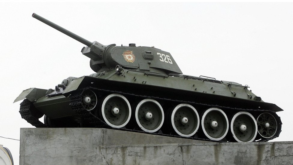 Soviet T-34 tank memorial in Moscow - file pic