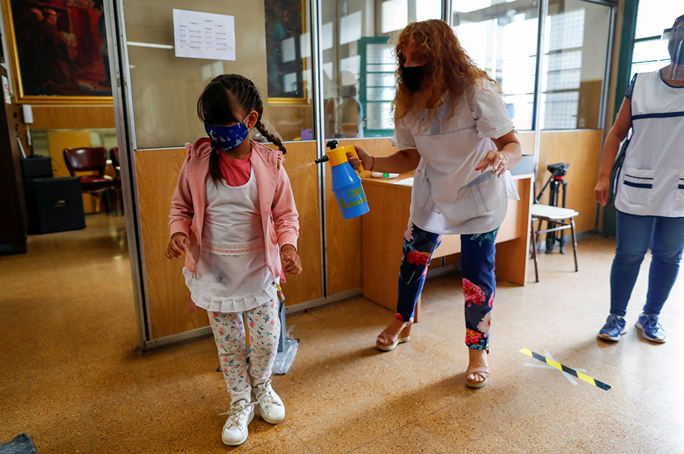 Medidas para prevenir el contagio de coronavirus en una escuela de Buenos Aires