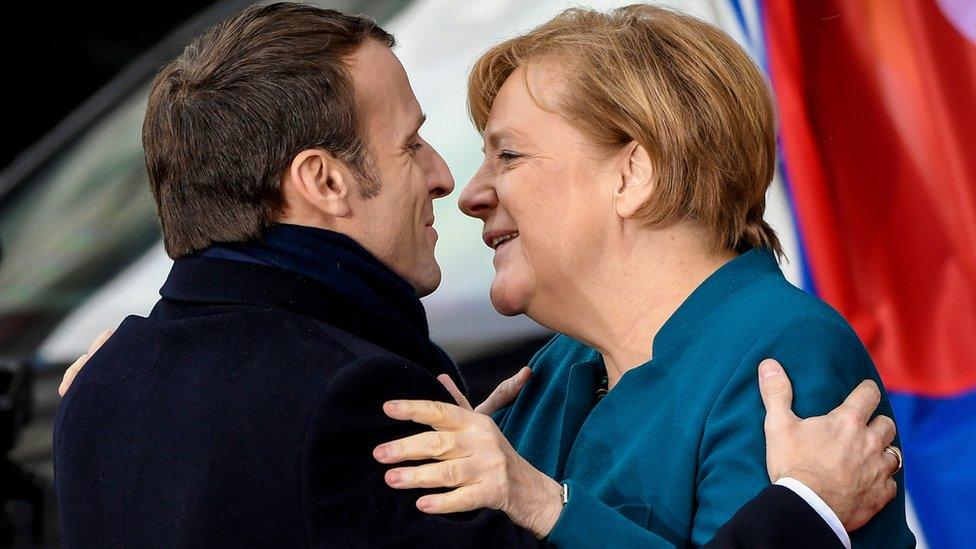 Makron i Merkel na ceremoniji potpisivanja Ahenskog sporazuma