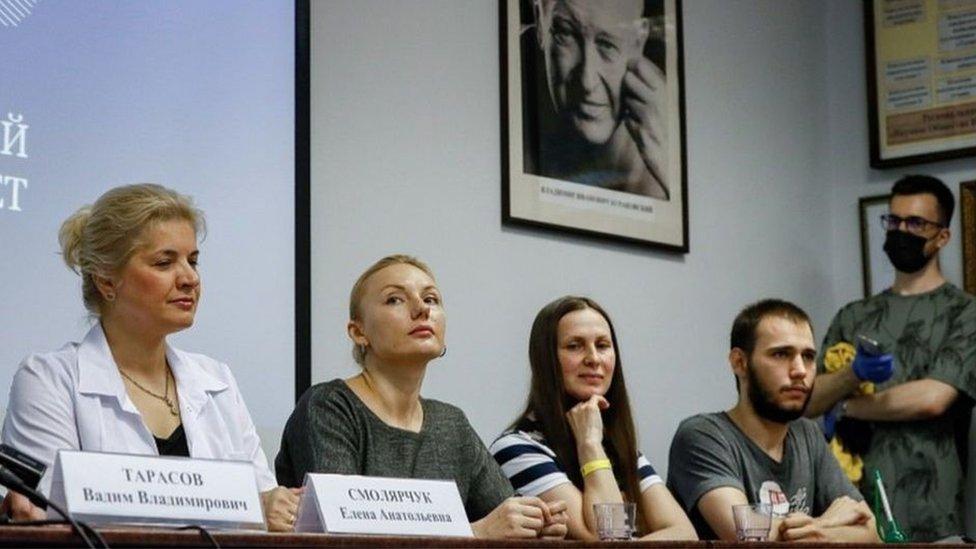 """أعلن علماء روس، في يوليو/تموز، أن التجارب المبكرة للقاح طوره معهد """"عماليا"""" قد اكتملت"""