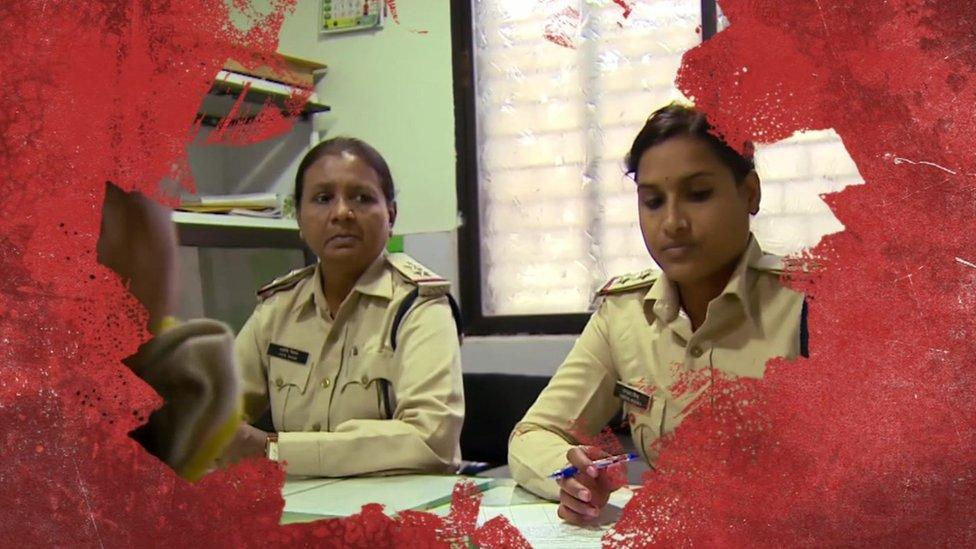 Birçok genç kız ve kadın, cinsel saldırı ihbar ettiklerinde, polis karakollarında aşağılandıklarından şikayet ediyor.
