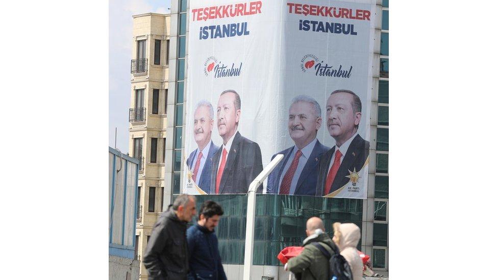 Slavljenički posteri AK partije