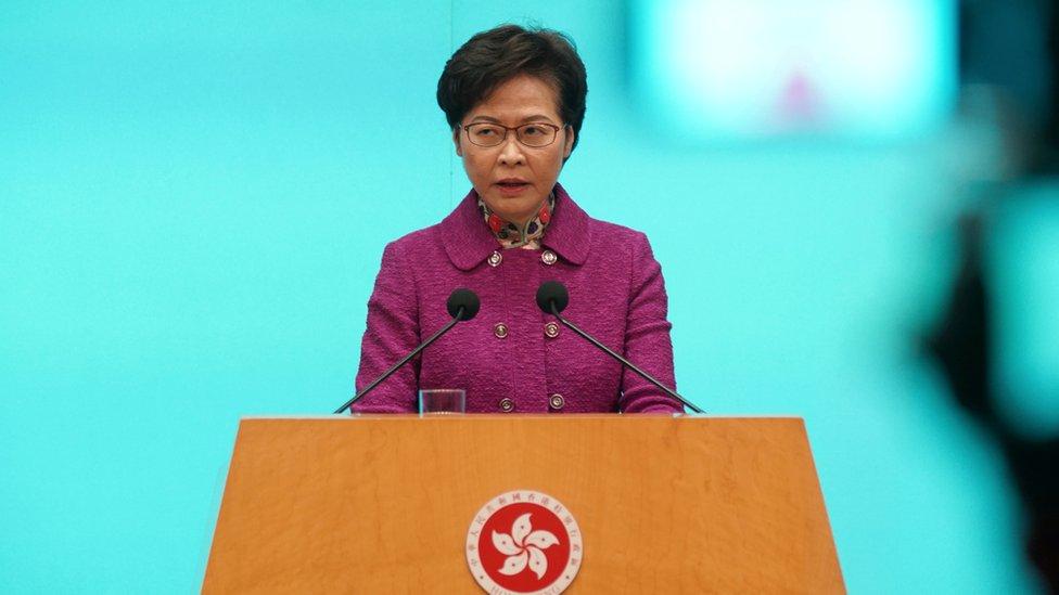 """香港特首林鄭月娥評論律師會理事會選舉說。專業團體做不專業的事,政府的唯一取向""""就是與它中止關係""""。"""