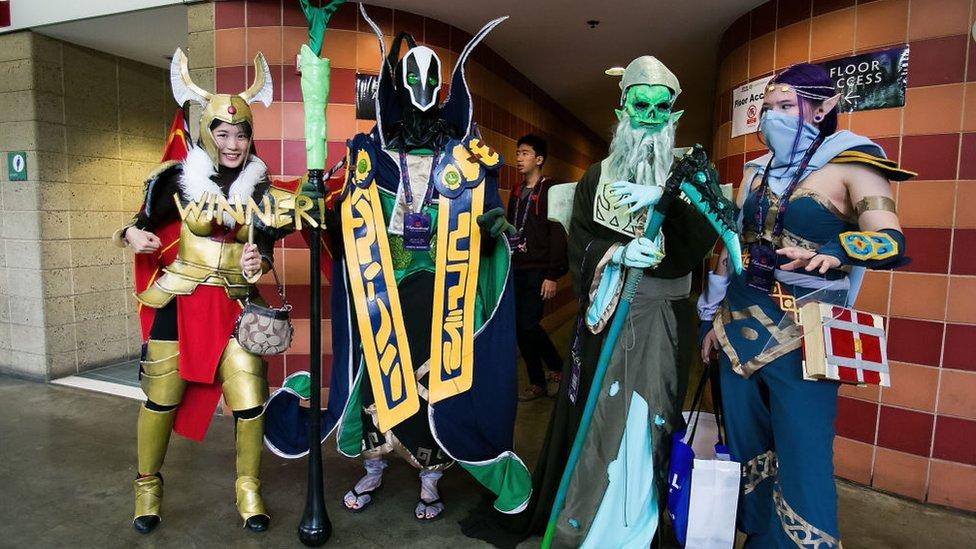 Fanáticos de Dota 2 disfrazados de Cosplay en Seattle, Washington, en The International 2014