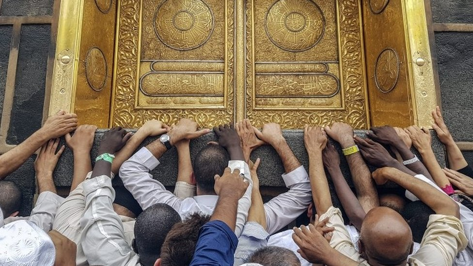 Muslim pilgrims touch the golden door of the Kaaba, Islam's holiest shrine at the Masjidil Haram, Islam's holiest site, ahead of Hajj at the Holy City Of Mecca (09 September 2016)