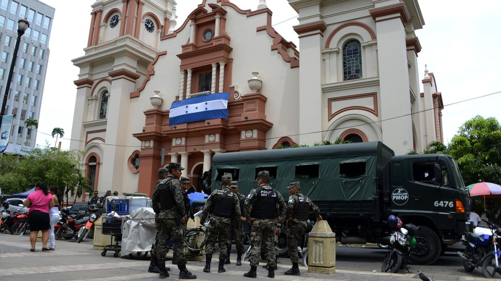 Camión de policía militar en San Pedro Sula.