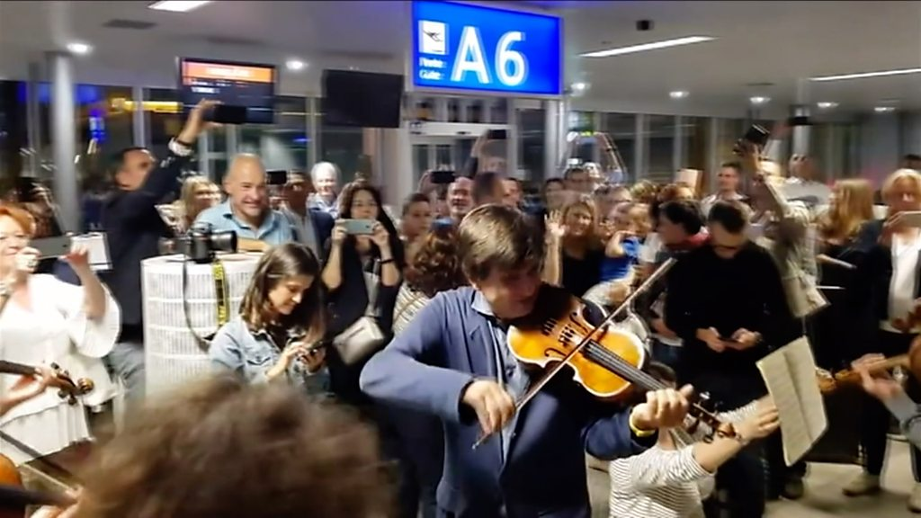 Delayed orchestra's impromptu airport gig