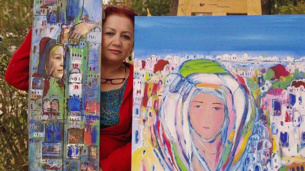 حريب مع لوحاتها بعد مقتل مازن