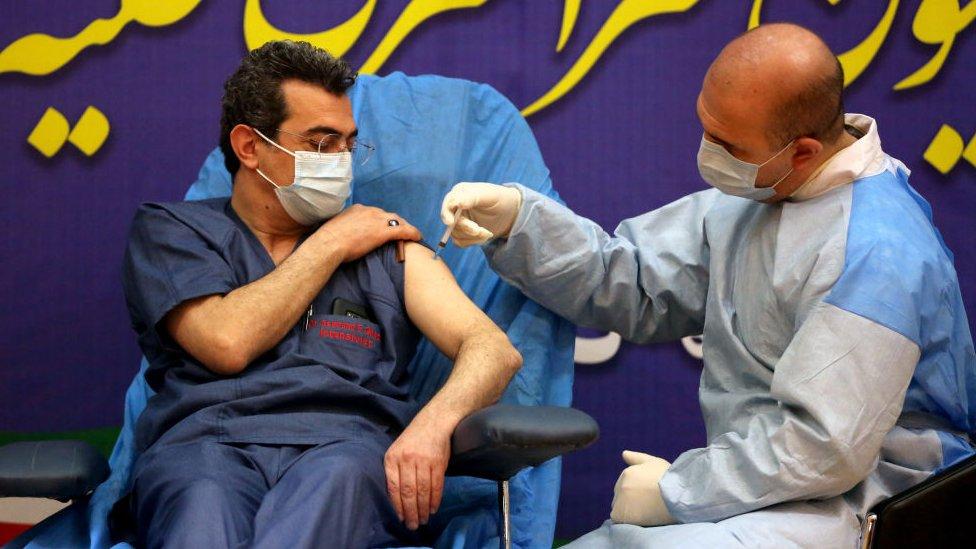 Vacunación en Irán, uno de los principales aliados de Rusia.
