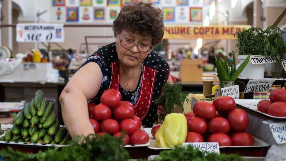 Tras las sanciones de Occidente, Rusia depende de las frutas y verduras de África.