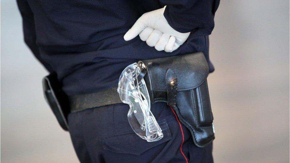 Полиция в Татарстане застрелила подростка с ножом. Он ранил полицейского