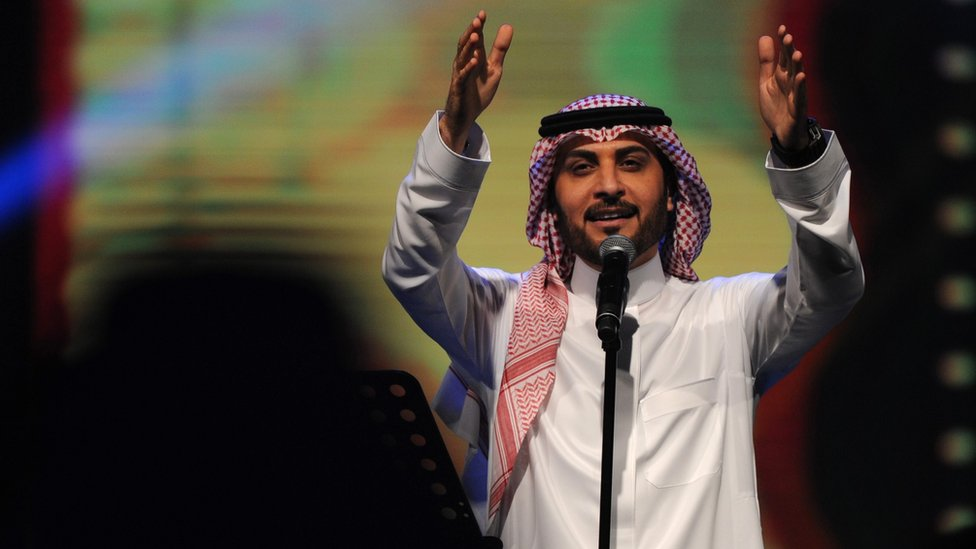Saudi singer Majid al-Muhandis performs during a concert in Jeddah on January 30, 2017.
