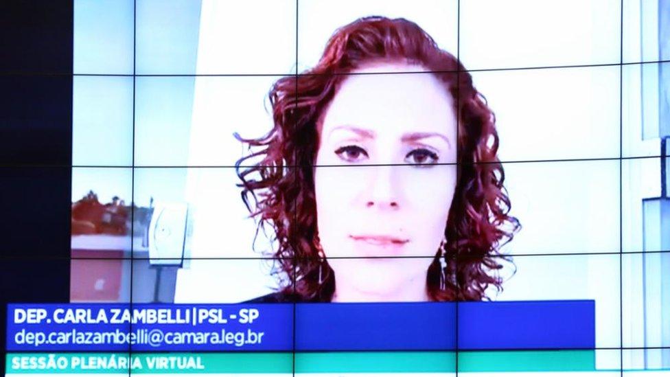 Deputada Carla Zambelli em sessão virtual da Câmara
