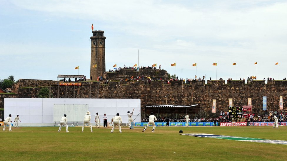 Sri Lankan cricketer Thilan Samaraweera (C) bats in front of a 17th Century Dutch fort overlooking the pitch during the third day of the first Test match between Pakistan and Sri Lanka at Galle Stadium in Galle on July 6, 2009