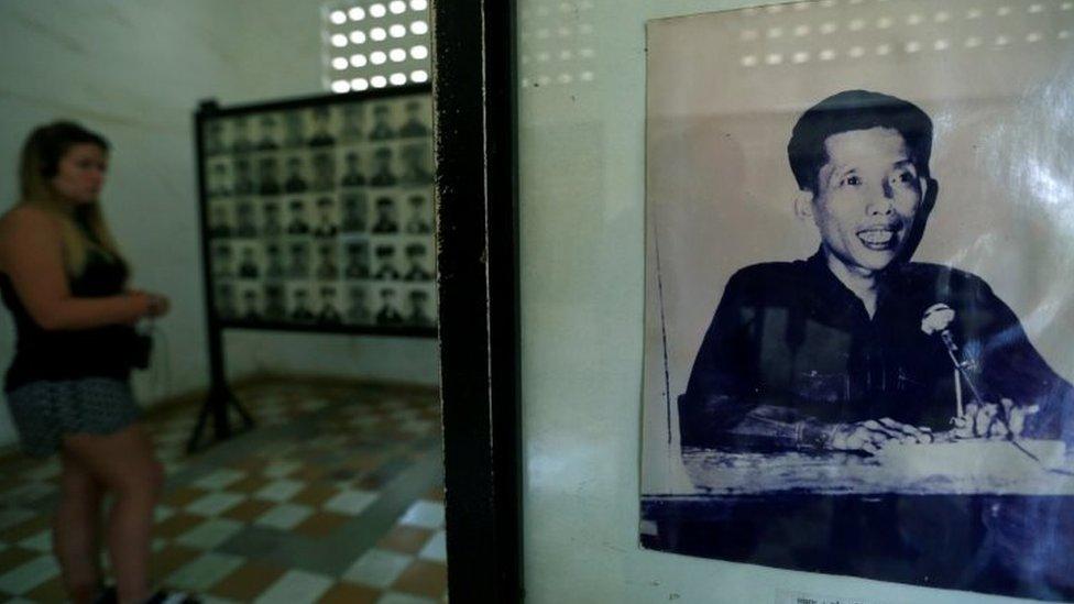 吐斯廉屠殺紀念館內一張康克由的照片(資料圖片)