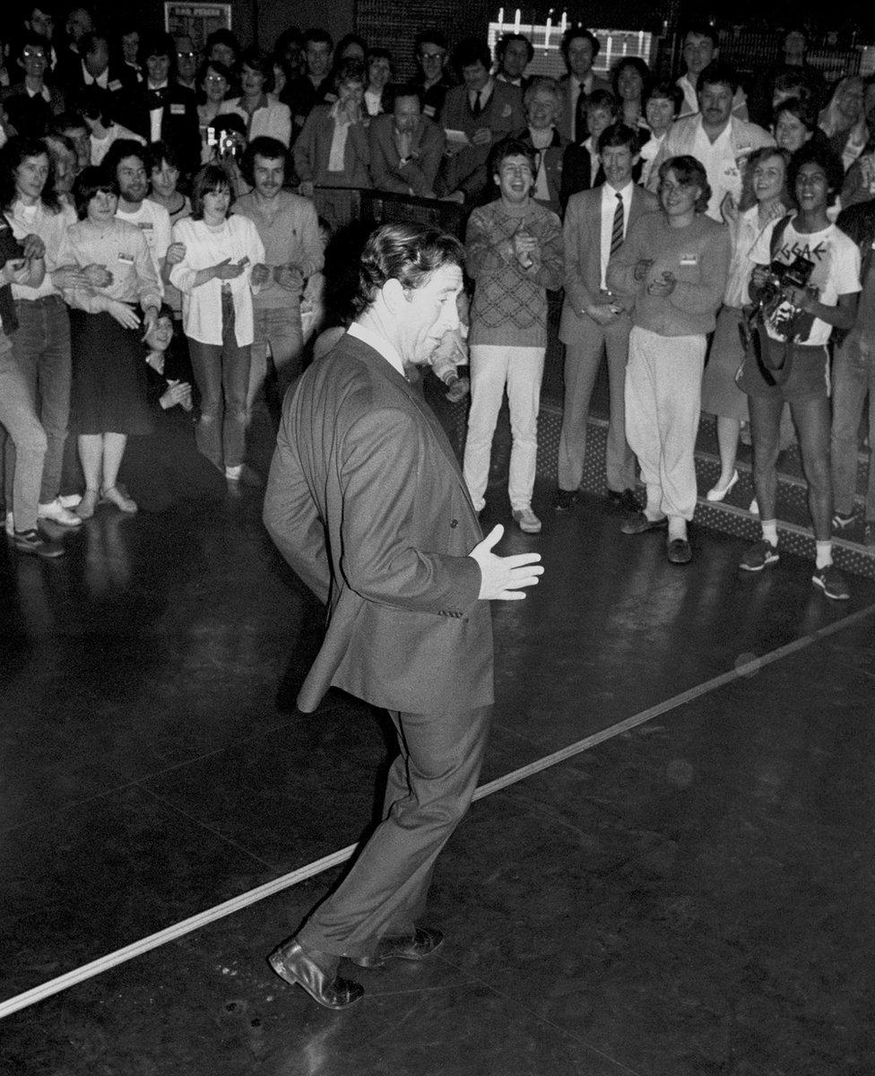 Čarls pleše