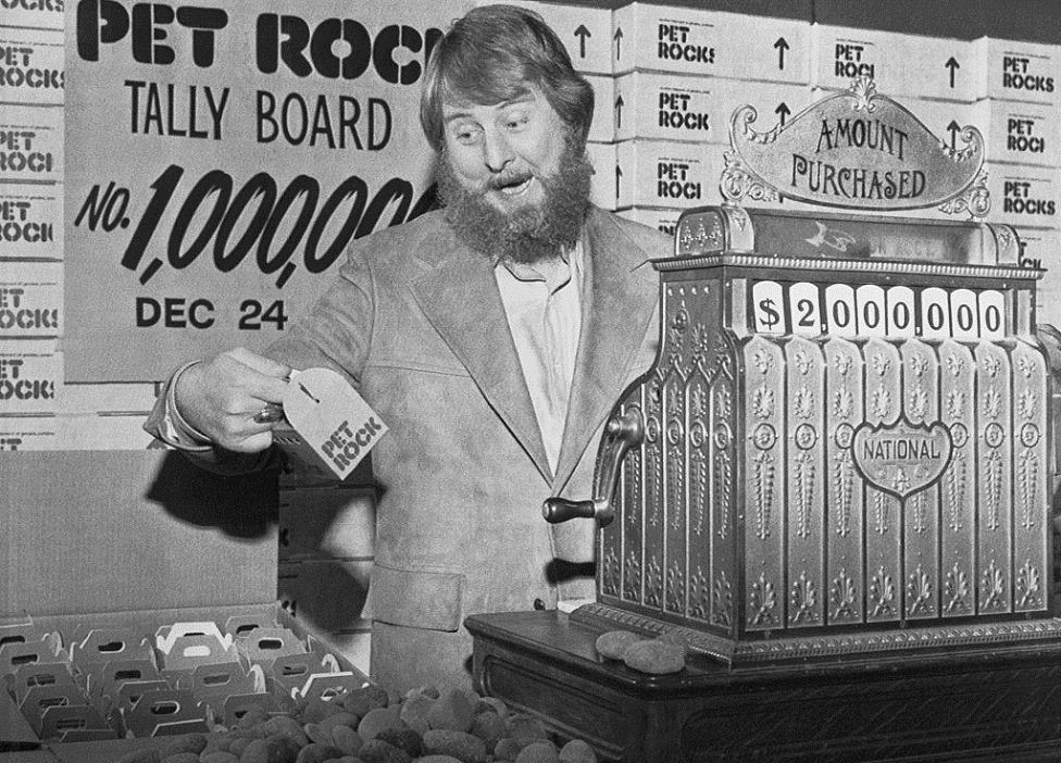 Pet Rock Creator Gary Dahl Working Behind a Register in 1975