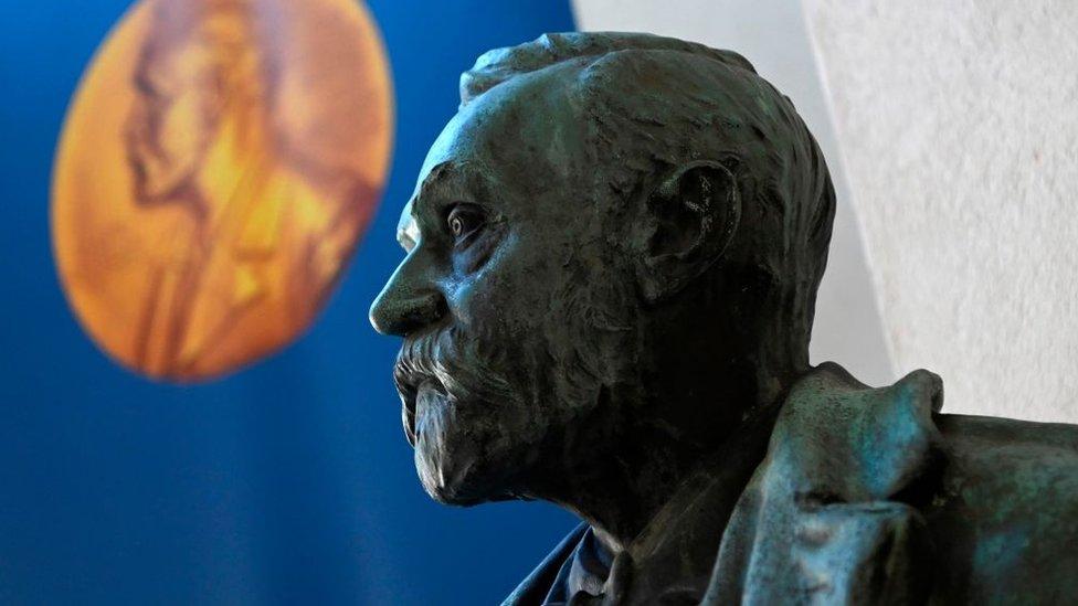 Busto de Alfred Nobel