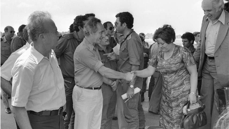 Yitzhak Rabin (left) and Shimon Peres welcome hostages back to Israel
