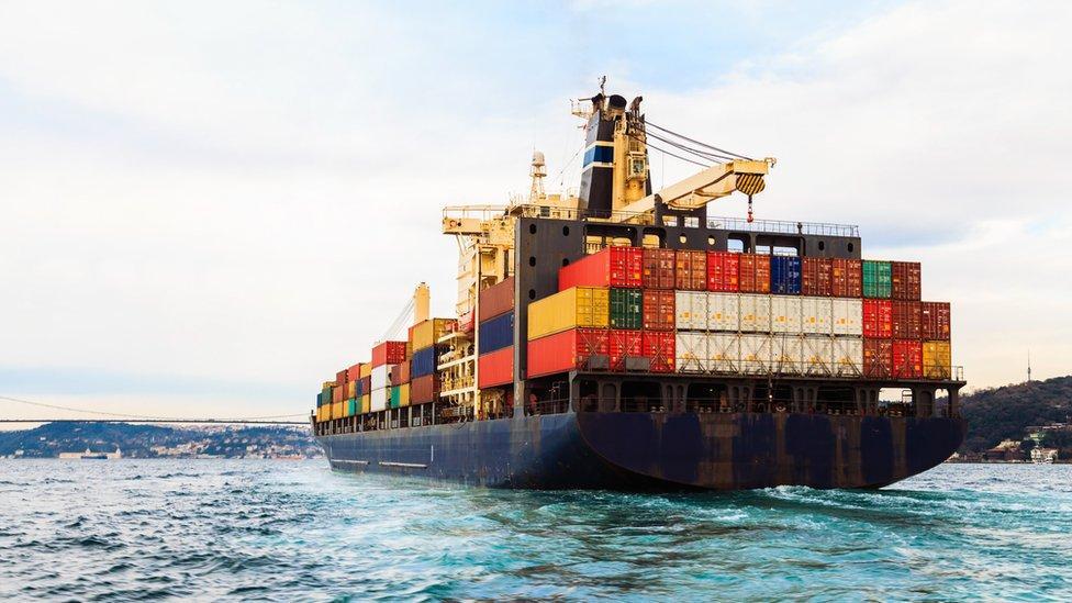 Buque con exportaciones