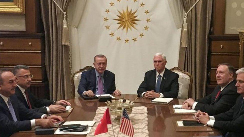 الرئيس التركي خلال الاتفاق مع مسؤولين أمريكان