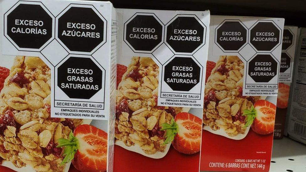 Envases con el nuevo etiquetado en Mexico