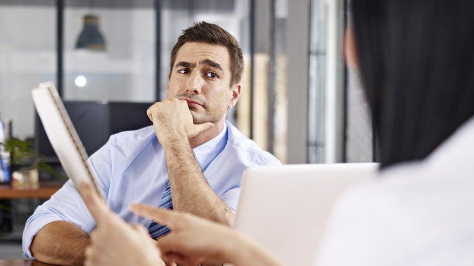 No pidas un aumento salarial acabado de comenzar en un empleo.