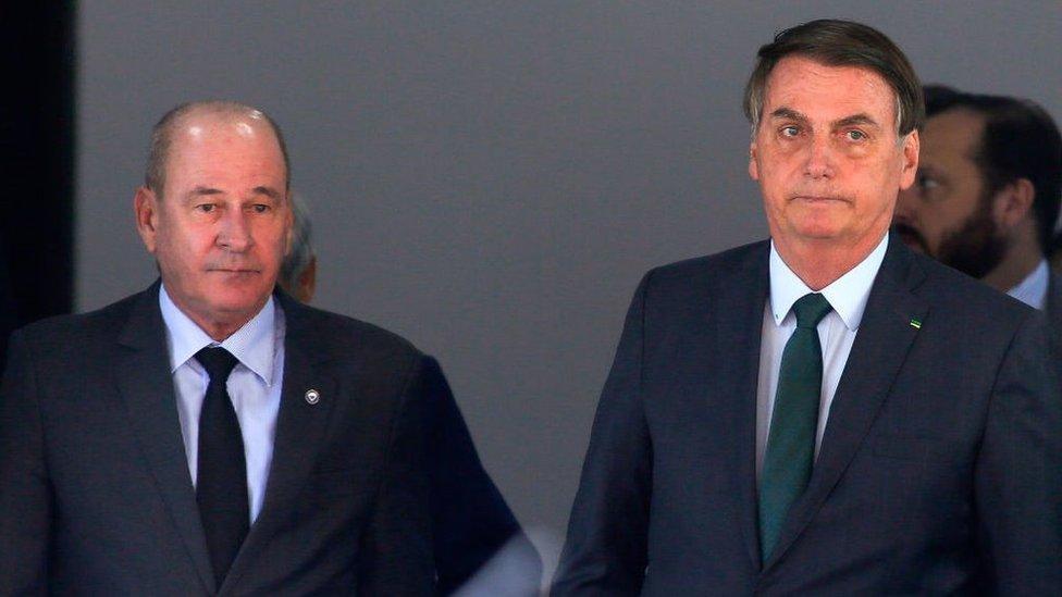 El exministro de Defensa de Brasil Fernando Azevedo con el presidente Jair Bolsonaro