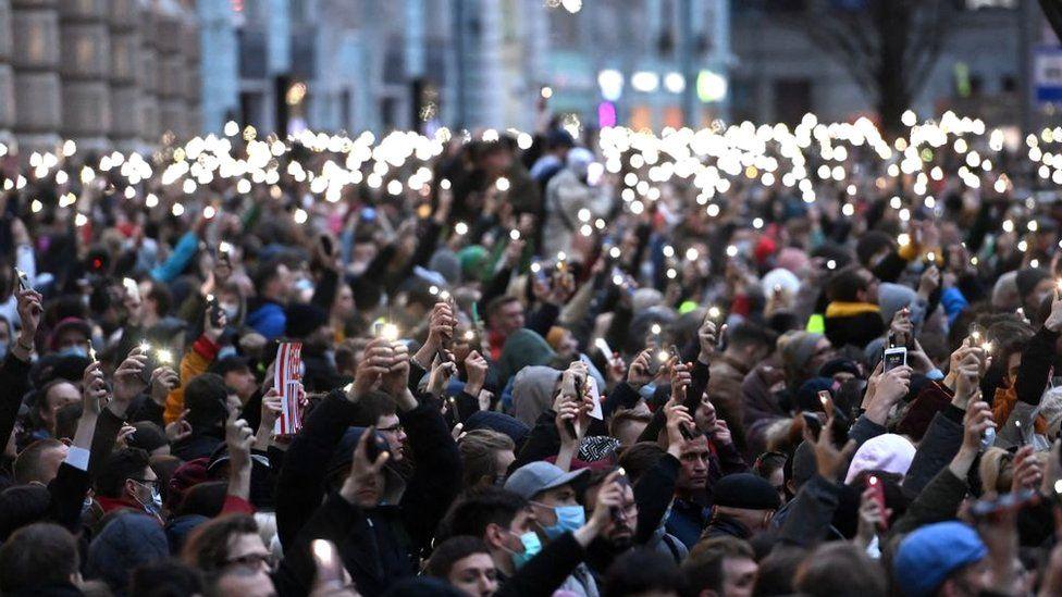 La manifestación más grande fue en Moscú el miércoles, donde miles desafiaron las advertencias de la policía.