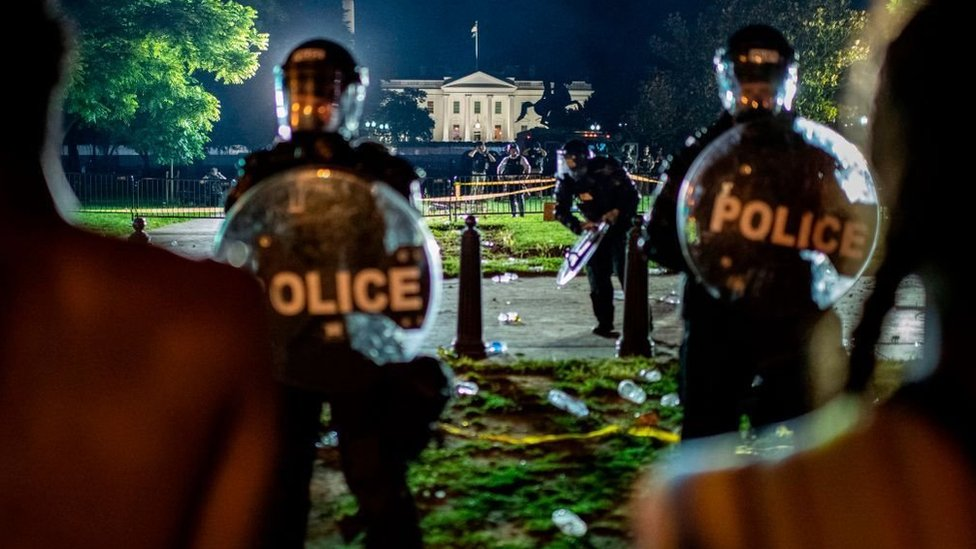 Demonstrators confront secret service police and Park police officers outside of the White House on May 30, 2020 in Washington DC