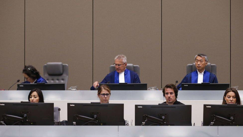 Tres jueces