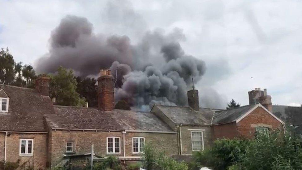 Witney fire: Tests show debris 'asbestos-free'