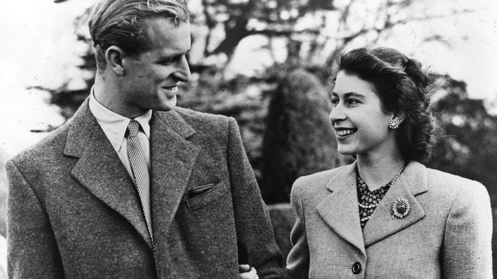 La princesa Isabel y el príncipe Felipe durante su luna de miel Hampshire, Inglaterra, el 23 de noviembre de 1947.