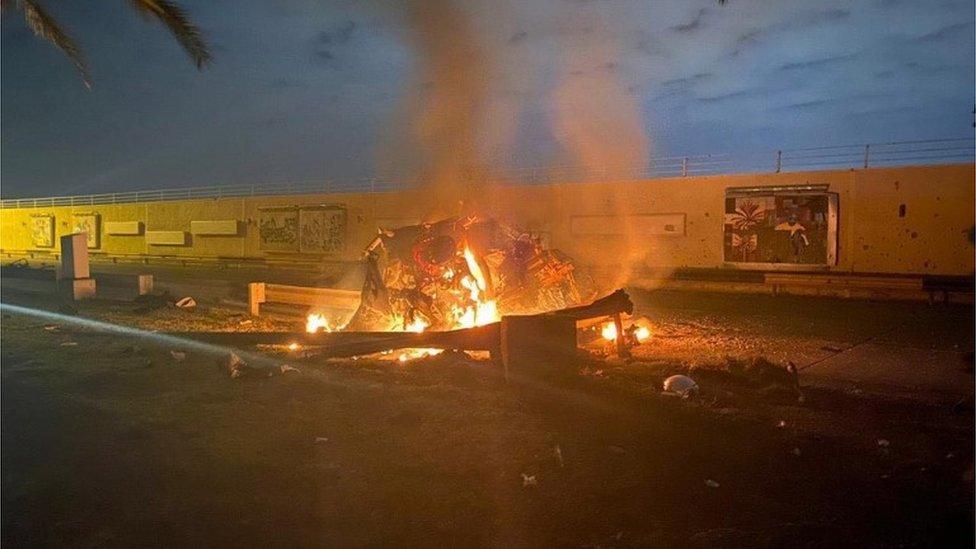 伊拉克首都的一輛燃燒的汽車