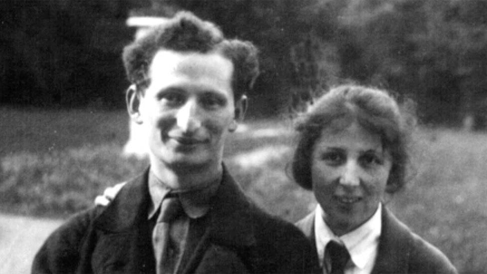 Yakov Rapoport y su esposa
