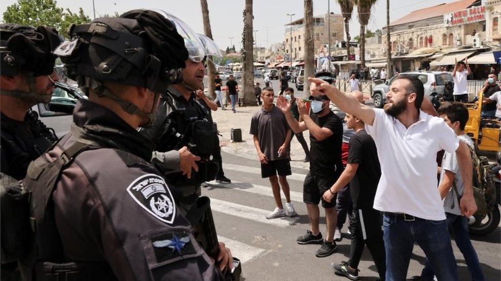 Palestinian man gestures to Israeli police in Jerusalem (10/05/21)