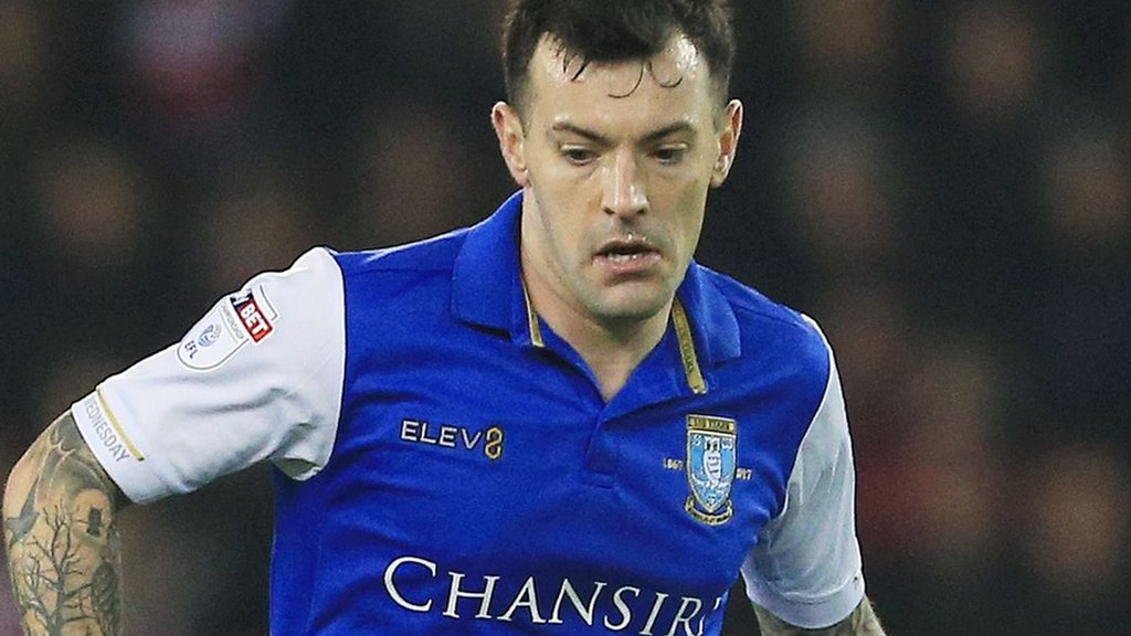 Ross Wallace: Fleetwood Town sign former Scotland winger
